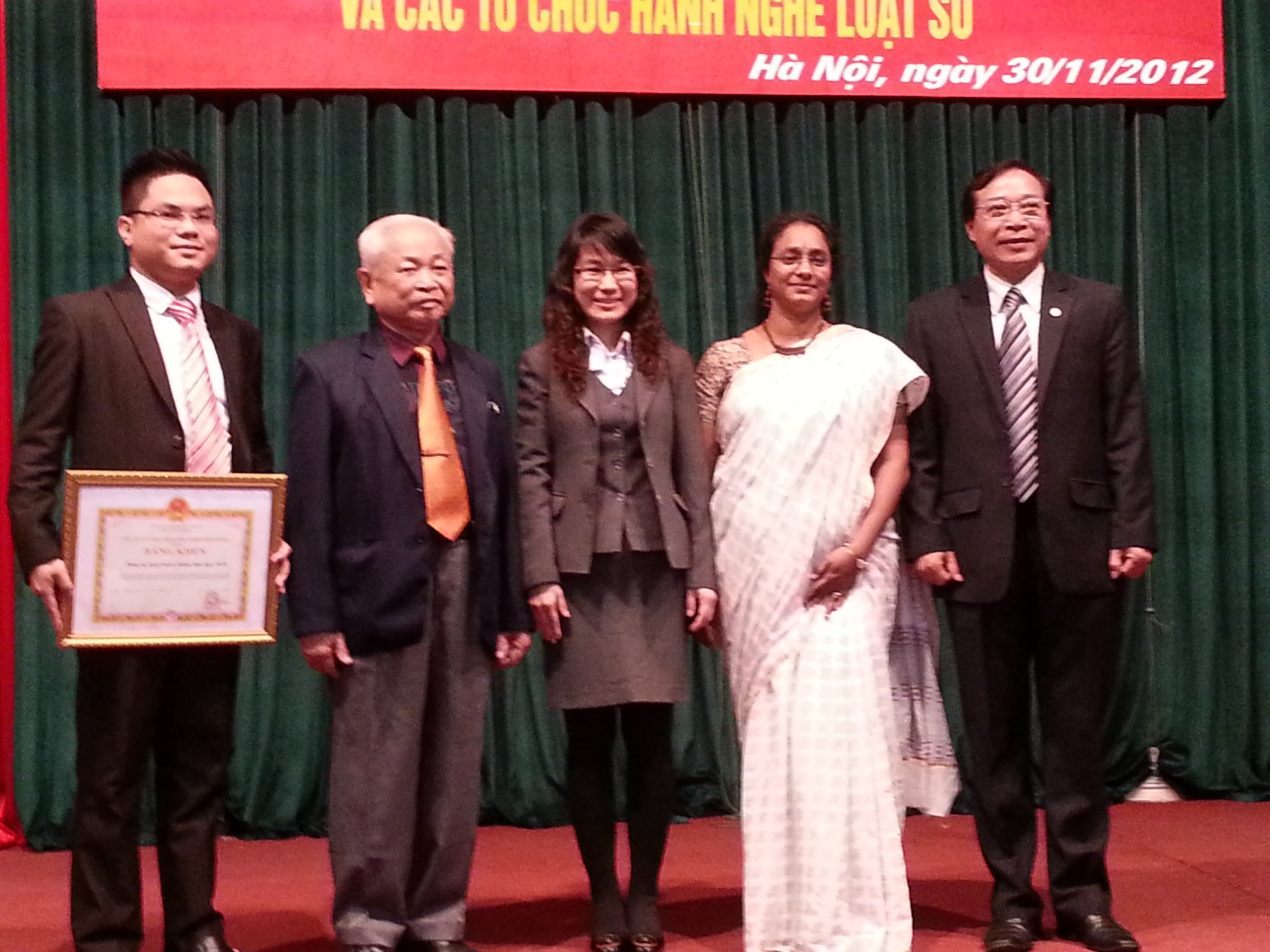 Receiving award from chairman of Hanoi